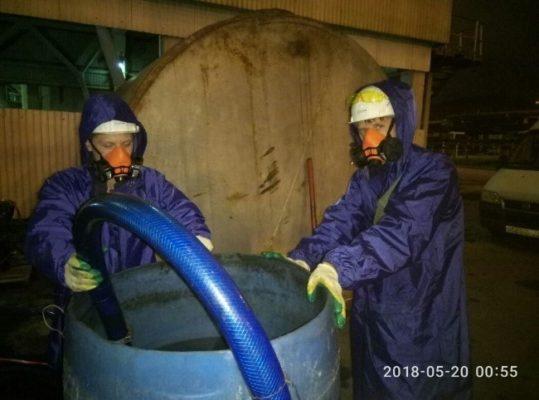 Работа с химическими реагентами при очистке теплообменника