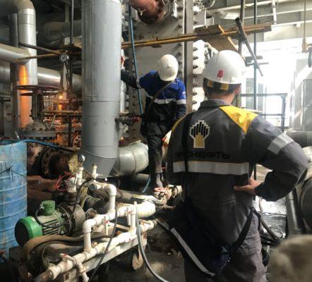 Специалисты компании АСГАРД-Сервис в ходе работ по очистке теплообменника Альфа Лаваль Компаблок