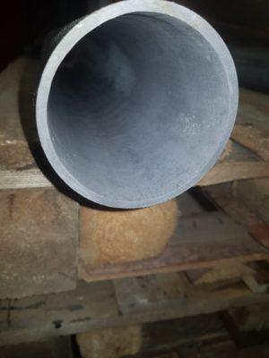 Крупный вид трубы с пассивирующей пленкой серого цвета